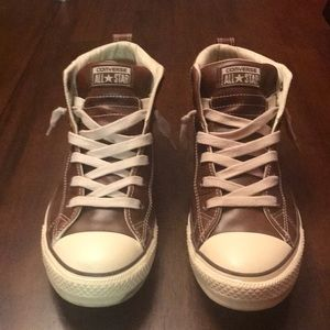 BRAND NEW! MENS CONVERSE ALL STAR MIDS. SIZE 9.5.